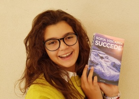 Giulia Guerra recensisce il libro SUCCEDE di Sofia Viscardi